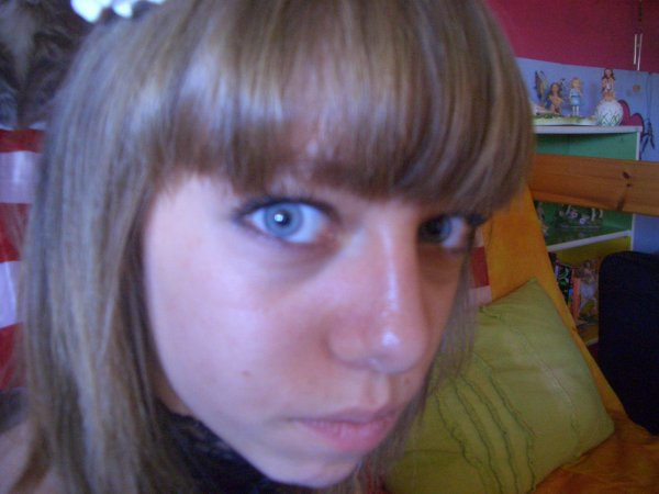 Voici plusieurs photos de ma cousine c'est moi qui a prit les photo mais les 100 photo de moi je ne les mettrez pas car je n'est pas le droit et les 100 de Rachel oui: