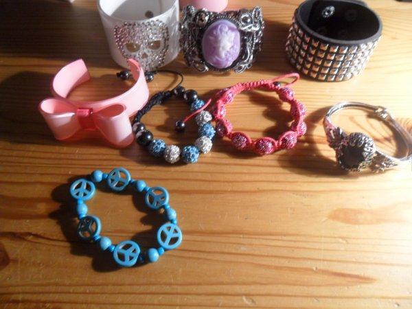 tout mes achats bijoux pendant mes vacances d'été: (Punk et sweet lolita biensûr ^^)