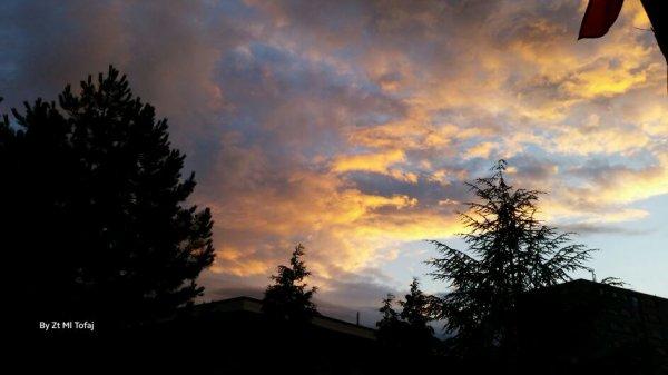 On dirait que le ciel est en feu