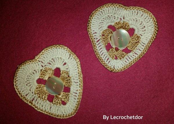 Boucle d'oreilles pour une amie très,  coton blanc et coton de soie beige avec bouton de nacre