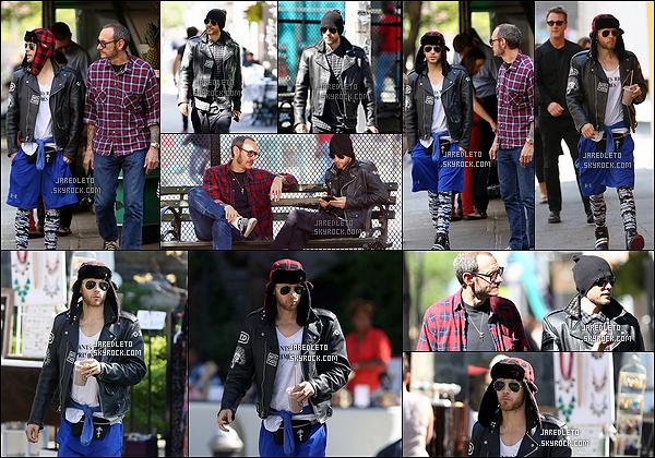. 15/05/2015 : Jared Leto habillé chaudement avec son bonnet à été vu se promenant à  New York (Etats-Unis)    Le beau Jared semble beaucoup voyager ces temps-ci après l'Italie il semble de retour aux Etats-Unis et était habillé chaudement !  .