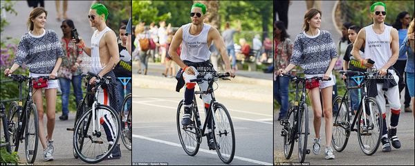 """. 25/05/2015 : Jared Leto en compagnie d'une charmante jeune femme faisait une balade à vélo  New York     Le même jour (le soir) , Jared a repris le chemin du tournage de """"Suicide Squad"""" avec Margot Robbie où ils étaient dans une voiture  ."""