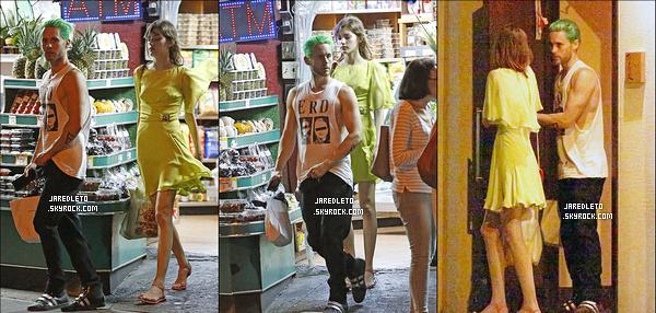 . 30/05/2015 : Jared Leto et sa future petite amie ? (non confirmé) ont été vu dans un magasin à  New York City    Selon des rumeurs Jared Leto serait en effet en couple avec Valerie Kaufman, une mannequin russe cela reste cependant a confirmer    .