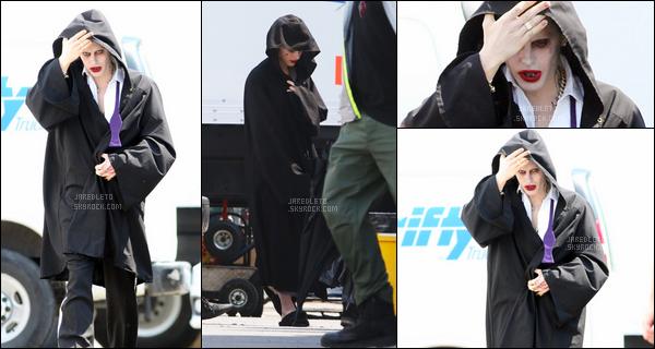 . 10/06/2015 : Jared dans la peau du Joker était sur le tournage de « Suicide Squad » à Toronto au Canada    Jared a été rejoint sur le tournage par Margot Robbie Jared est vraiment métamorphosé en joker il fait limite peur , Qu'en pensez vous ?    .