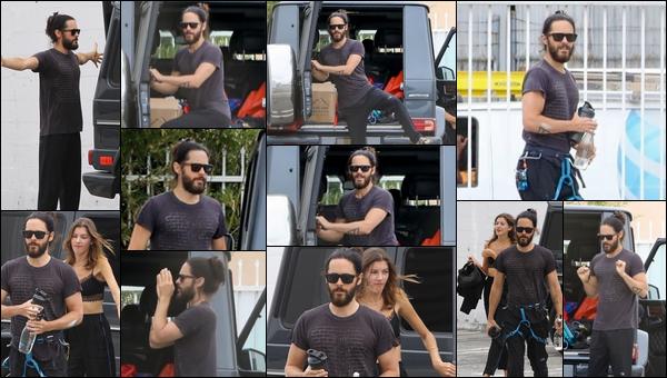 ● 08/09/2020 : Jared Leto était avec Valery Kaufman pour une petite séance de gym situé dans Los Angeles Après 7 mois sans nouvelles non vous ne rêvez pas Jared is back  il semblerait que les deux soient en couple a confirmer