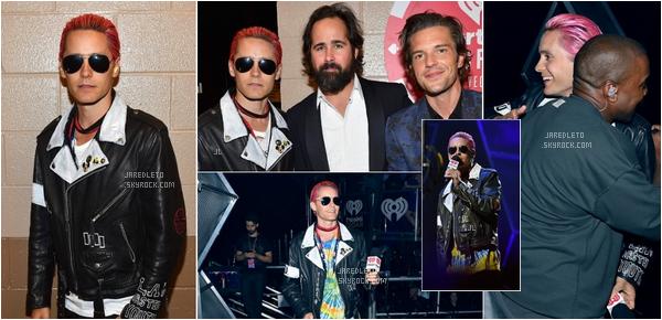"""18/09/2015 : Jared Leto était présent aux """"iHeartRadio Music Festival"""" et a posé avec Kanye West"""