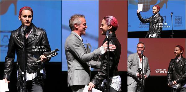 . 22.11.2015 :  Jared était aux American Music Awards à Los Angeles  ou il a fait un discours en rapport avec les attentats du 13 Novembre à Paris  .