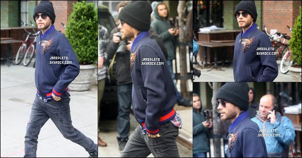 . 03/05/2016 - Jared avec son sweat et son bonnet sur la tête a été vu se promenant dans la ville de New York .