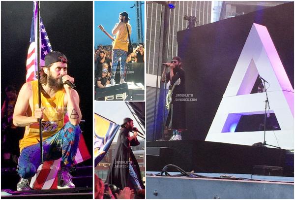 . 03/06/2017 - Jared Leto était en concert avec son groupe 30 Seconds to Mars à Nashville - Il est très mince .