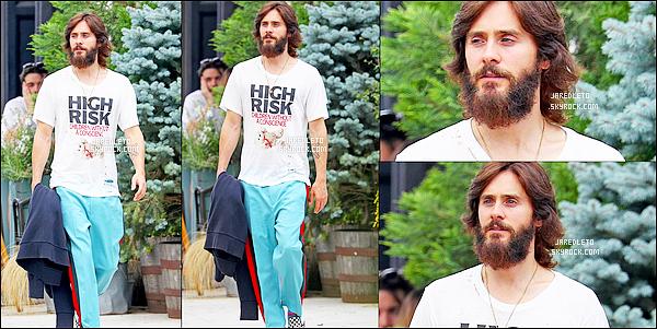 . 19/07/2017 -  Mister Jared Leto toujours aussi barbu, et les cheveux longs a été vu se promenant à New York. .