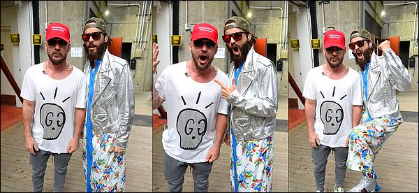 """. 22/07/2017 -  Jared était avec son groupe de musique """"30 Seconds to Mars en concert à Wantagh à New York. ."""