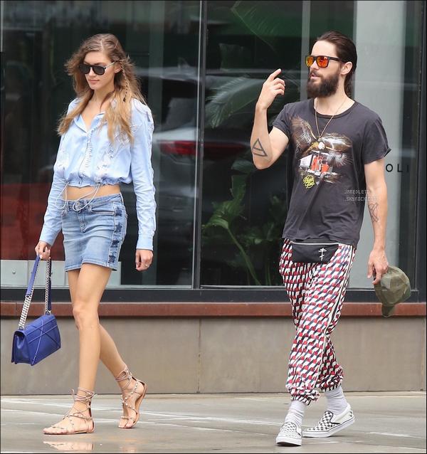. 23/07/2017 -  Jared a été vu avec Valery Kaufman allant déjeuner dans la ville de  New York - puis a l'aéroport .