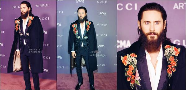 . 04.11.2017 - Jared Leto  était au  « LACMA Art » présenté par la marque Gucci qui s'est déroulé à Los Angeles  Encore des news de mister Jared, ça fait plaisir, malheureusement il n'y a que trois photos disponibles - Que pensez-vous de sa tenue ? .