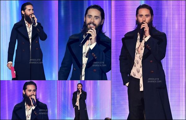 . 19.11.2017 - Jared Leto était présent aux « American Music Awards 2017 » qui se sont déroulés à Los Angeles  .