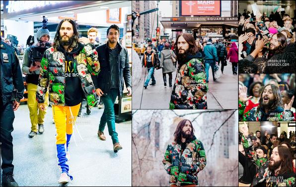 . 02.04.2018 : En ce 2ème jour d'Avril Jared a pris un bain de foule dans la ville de  New York il est magnifique !  .