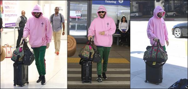 . 16.09.2018 :  Jared Leto bagages à la main a été aperçu se rendant à l'aéroport de LAX qui est situé à Los Angeles    Jared est toujours en tournée (Monolith Tour) et se serait envolé pour le Brésil ou il performera dans la ville de Sao Paulo le 27.09.2018.