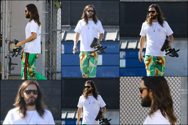 24.10.2018 :  Jared Leto avec son pantalon coloré été aperçu sortant de la gym dans la ville de Hollywood