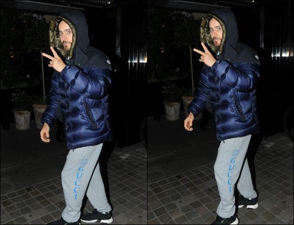 26.02.2019   ▬ Jared Leto qui nous offre une sortie nocturne était dans la ville de Londres - en Angleterre    C'est un Jared chaudement vêtu que l'on retrouve dans la capitale avec son jogging Gucci à l'hôtel Chiltern Firehouse