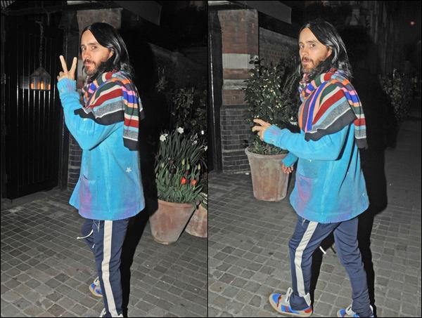 23.04.2019   ▬ Jared Leto a été vu arrivant à l'hôtel Chiltern Firehouse qui est situé à Londres en Angleterre  Jared est à Londres pour le tournage du film Morbius ! On peut remarquer qu'il s'est teint les cheveux en noir,  un top