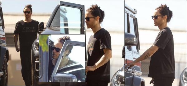 ● 26/02/2020 : Jared Leto a été photographié sortant de la gym dans la ville de ▬  Los Angeles en Californie Jared Leto s'est rasé la barbe cela lui va très bien, il est magnifique j'aime beaucoup sa tenue je lui accorderai un top