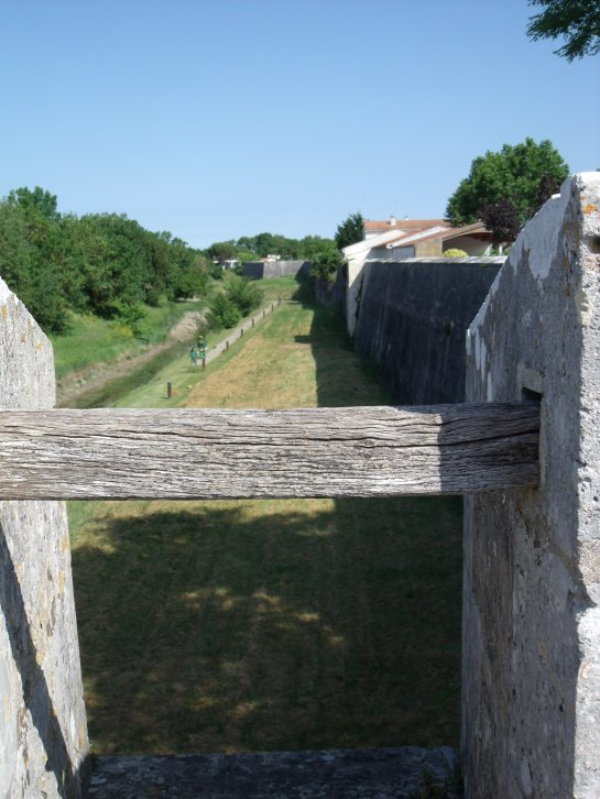 Le Château d'Oléron...les remparts côté sud!
