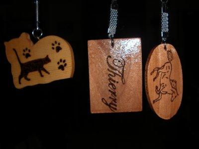 3 porte clés en bois a graver