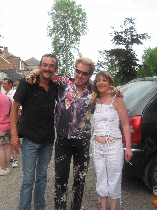 Hasard d'une rencontre.......il y a un an jour pour jour que johnny avait chanter lors du mariage de rolande et greg ..........et   retrouvaille a la fancy-fair de florennes  ........greg etait heureux......