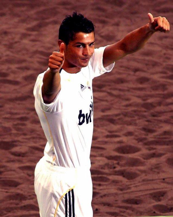 Ronaldo376  fête aujourd'hui ses 49 ans, pense à lui offrir un cadeau.Hier à 21:25