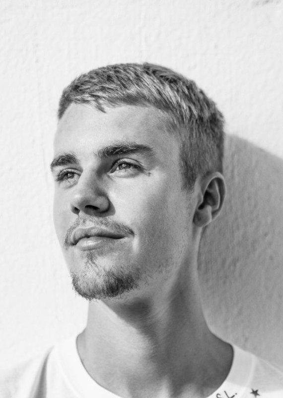 Justin-Bieber-998  fête aujourd'hui ses 24 ans, pense à lui offrir un cadeau.Mercredi 28 février 2018 10:39
