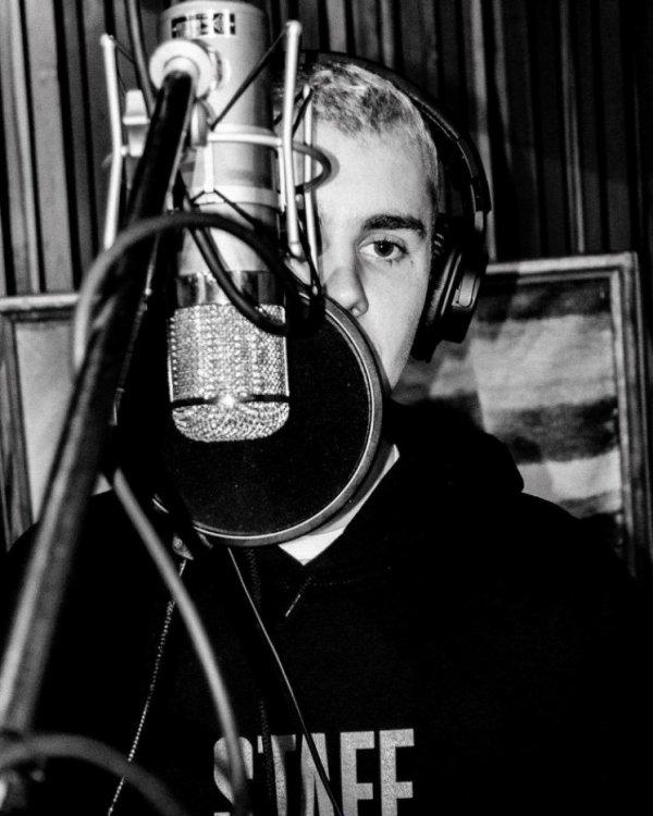 Justin-Bieber-998  fête aujourd'hui ses 24 ans, pense à lui offrir un cadeau.Mercredi 28 février 2018 22:33