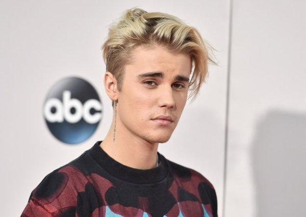 Justin-Bieber-998  a fêté ses 24 ans le 28/02/2018, pense à lui offrir un cadeau.Dimanche 17 février 2018 22:33