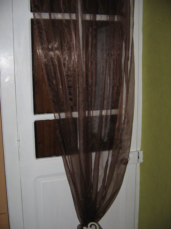 la porte de sa chambre
