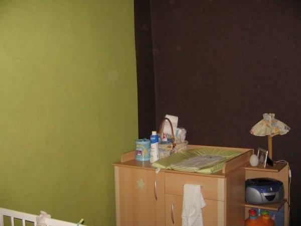 les deux murs vert anis et chocolat