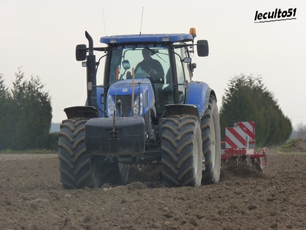 new holland t 7060 avec un terrano de 3.5m de chez horsch
