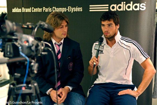 Dédicasse de joueurs lyonnais au Adidas Store à Paris.