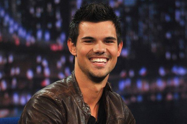 Joyeux anniversaire à Taylor Lautner qui fête ses 21 ans.