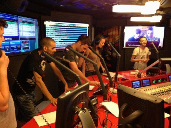 Toute l'équipe de la Radio Libre dans le nouveau studio !