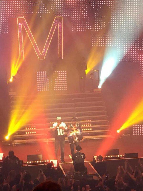 Black M reçoit son Disque de Diamant sur la scène de l'Olympia