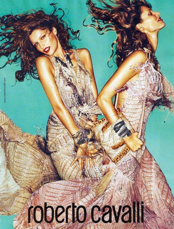 ~ R U B R I Q U E  M O D E ~ En exclu :  ~ Les premières photos pour le Rouge Coco Shine de Chanel, avec la sublime égérie française Vanessa Paradis.                    ~ Les nouvelles photos de Laeticia Casta, la nouvelle égérie de Roberto Cavalli.                    ~ Les nouvelles photos de Kate Moss, qui signe sa troisième collection pour Longchamps.
