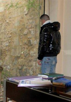"""Témoignage de Karim, Marocain, 25 ans """"Je préférerais aller en prison en France que retourner au Maroc"""""""