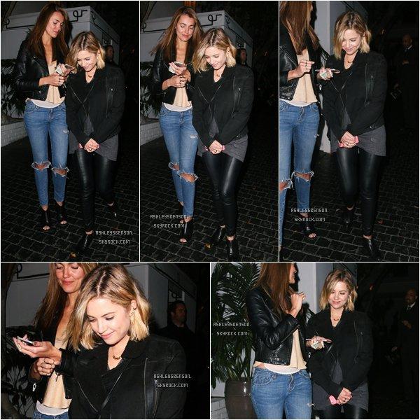 *ashleysbenson* 03/02/15 - Notre Ashley sortait à Los Angeles en compangie d'une amie.  Ash est toute souriante, enfin ! J'aime beaucoup sa tenue, même si elle porte encore du noir.