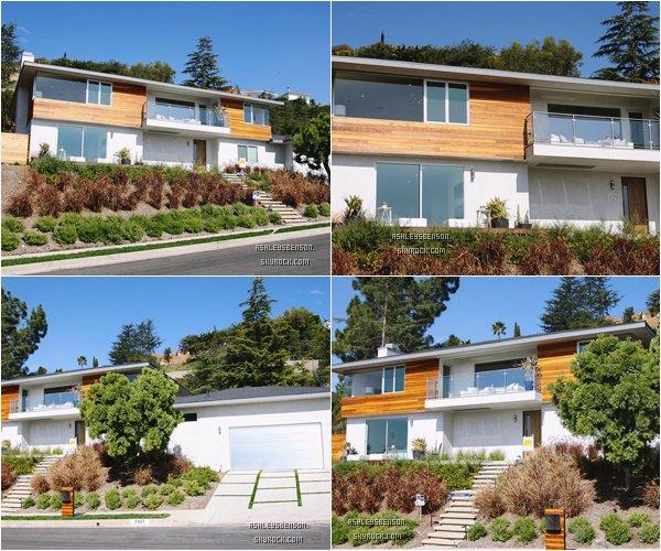 *ashleysbenson* 06/02/15 - Ashley B visitait une maison à vendre à Los Angeles.  Notre menteuse préférée cherche donc une maison, pour sa tenue, j'aime bien je lui donne un top.