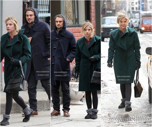"""*ashleysbenson* 23/02/15 - Ash, emmitouflée, était sur le set de """"Chronically Metropolitan"""" à Manhattan.   Elle est toute mignonne dans son manteau, je la trouve belle, comme d'habitude. Et vous ?"""