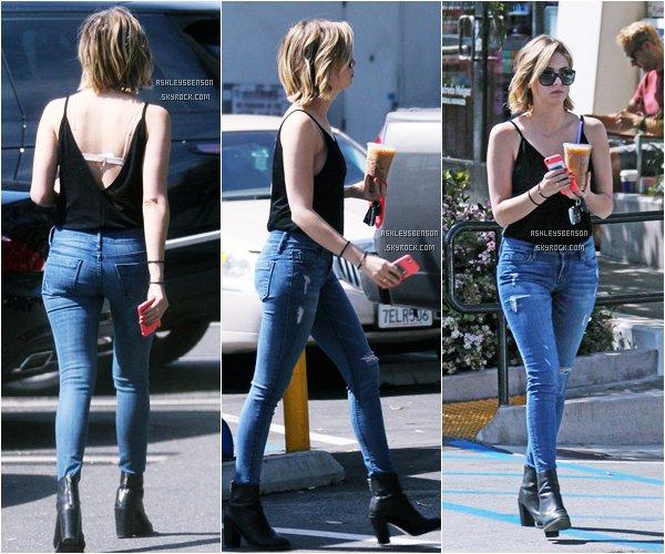 """*ashleysbenson* 16/03/15 - Notre Ashley, les cheveux de plus en plus court, se promenait dans  """"West Hollywood"""" .Un petit top pour ma part, j'aime bien son pantalon et ses botine. Toute belle."""