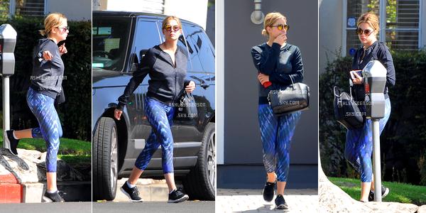 Le 17 juin, un mois après ça dernière sortie la belle nous fait l'honneur de se promenait dans les rues de Los Angeles. Je n'aime vraiment pas sa tenue, encore moins son pantalon de sport et ses lunettes de soleil, par contre son sac est jolie.