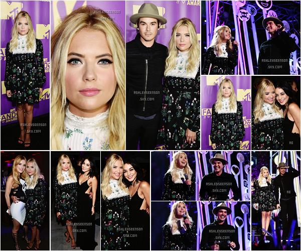 Le 9 juillet,, la belle actrice était présente pour les MTV Fandom Awards dans la ville de San Diego, elle y était avec Tyler Blackburn, Vanessa Hudgens et Bella Thorne. Notre Ash s'est fait posée des rajouts, c'est jolie, j'aime bien. Sa coiffure et son maquillage sont parfait, par contre je ne suis vraiment pas fan de sa robe, elle fait vieillot, un bof.