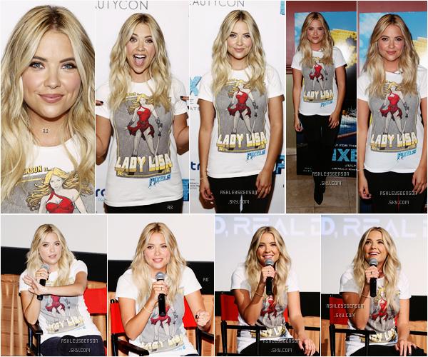Le 12 juillet, notre blonde préféré s'est rendue au BeautyCon pour une projection de son film Pixels. Elle portait un t-shirt de Lady Lisa, le personnage qu'elle joue, avec un jean noir, basique mais efficace, j'aime bien, elle a des yeux magnifique.