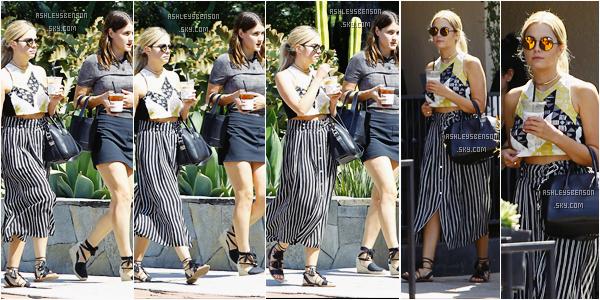 Le 1er août, notre Ashley Benson est allée prendre un café en compagnie d'une amie à elle dans Los Angeles. J'adore totalement son haut et ses chaussures mais alors par contre sa jupe longue est atroce, je déteste, je donnerai un petit top.