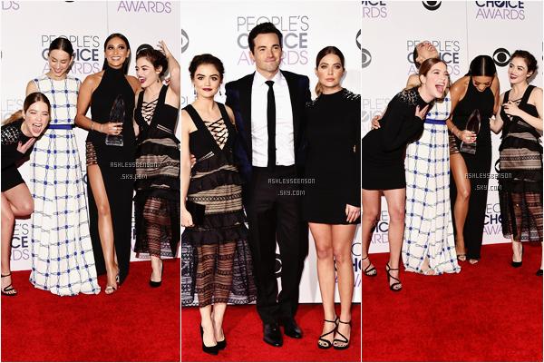 Le 06 Janvier, Ash était présente aux People's Choice Awards qui se déroulait dans Los Angeles. La série PLL a remportée le prix de la meilleure série du câble. Sa tenue est sublime, sa petite robe noire lui va a merveille, j'adore l'ouverture dans son dos, un beau top pour la belle.