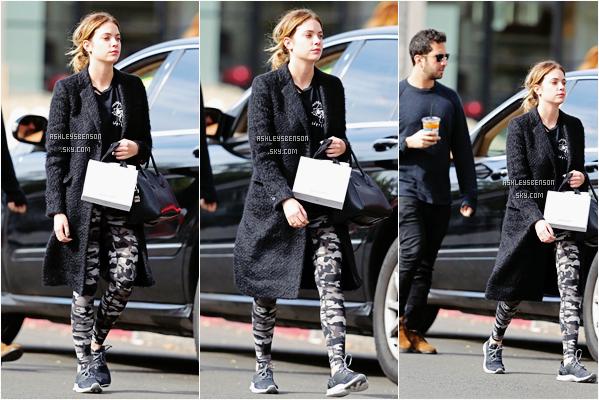 Le 22 Janvier, Miss Benson était de sortis dans West Hollywood accompagnée d'un ami. Un bof sa tenue est pas génial, elle porte une tenue sportive et son leggings est horrible, par contre son manteau est superbe et ses basket aussi.